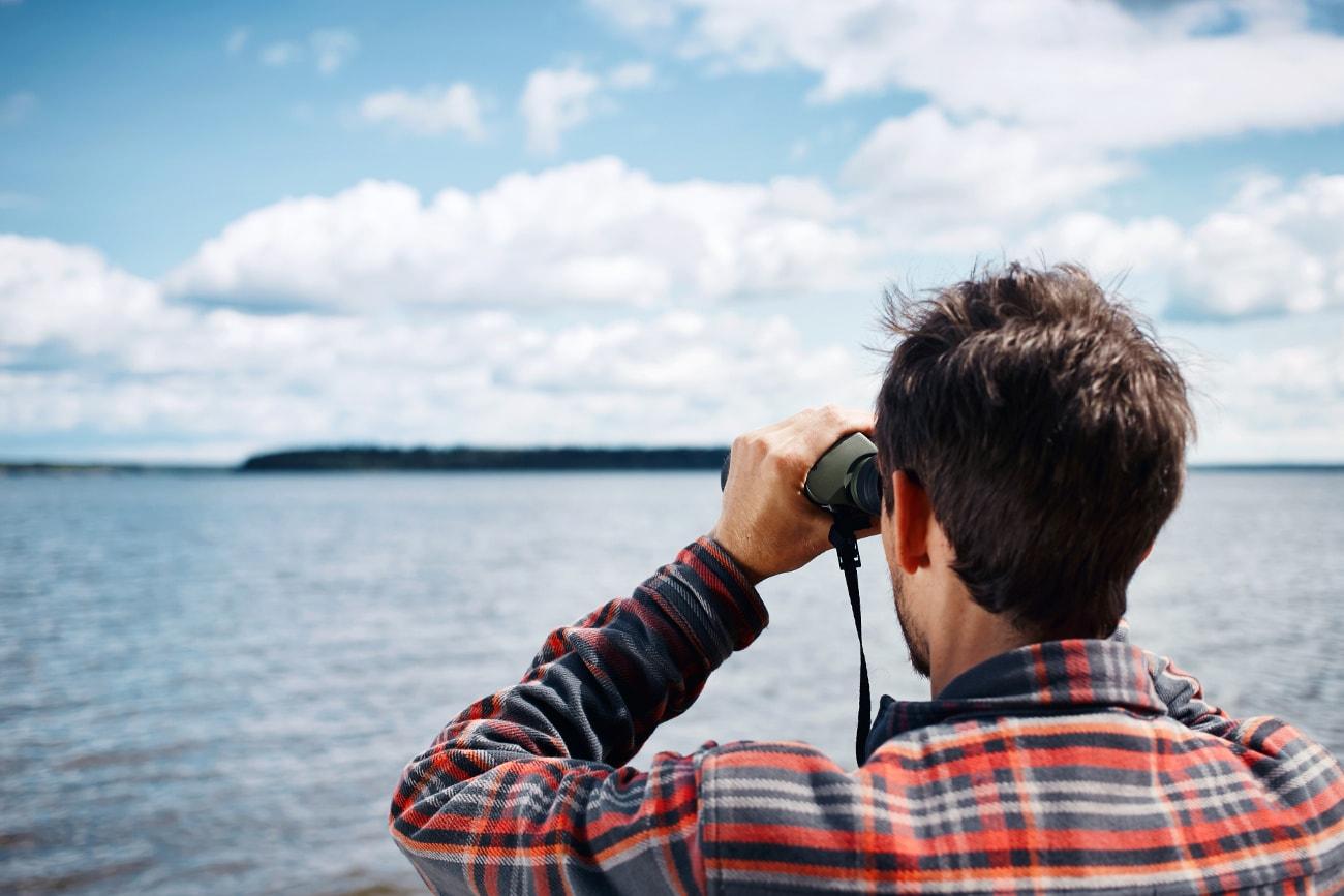 Fernglas zur Landschaftsbeobachtung